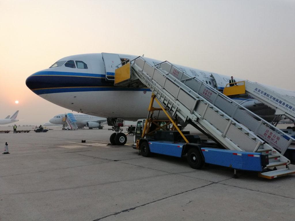 Samolot na lotnisku w Pekinie