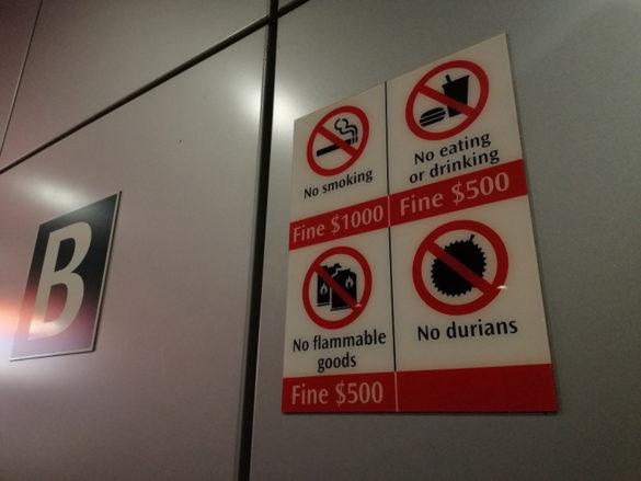Tablica z zakazami w metrze