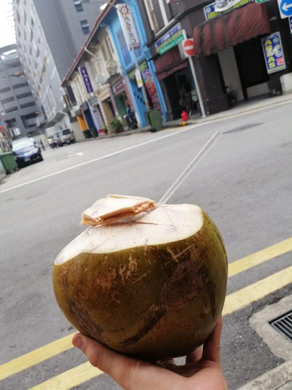Świeży kokos ze straganu